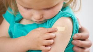 Надо ли делать ребенку прививки?