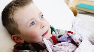 Когда надо сбивать температуру у ребенка?