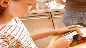 Детское воровство: основные причины и способы борьбы