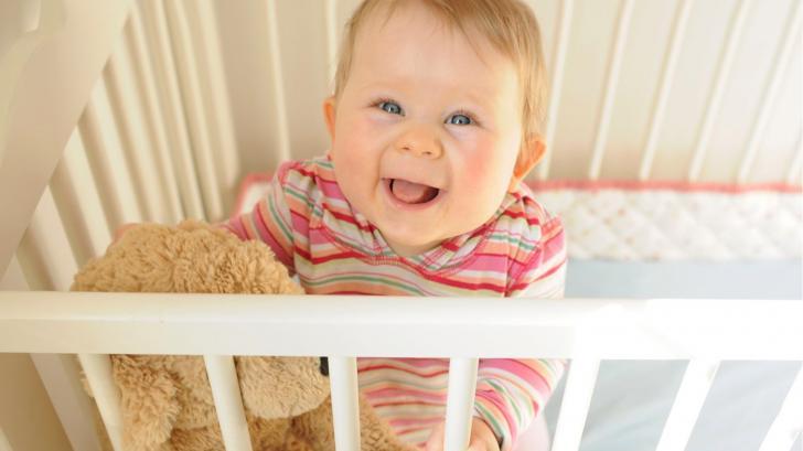 Как выбрать хорошую детскую кроватку?