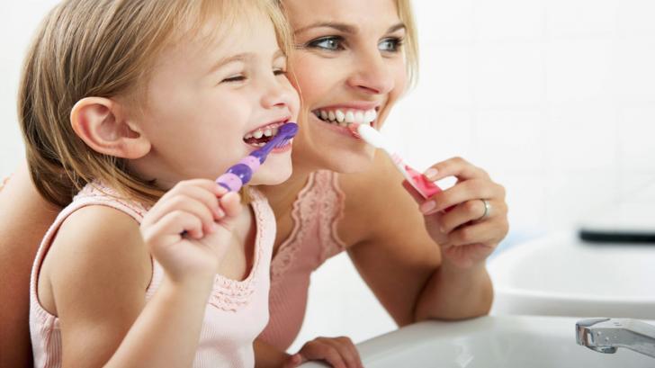 Как правильно ухаживать за первыми (молочными) зубами ребенка