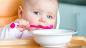 Как научить ребенка кушать ложкой самостоятельно: правила, советы, проблемы