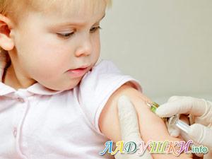 Ребенку делают прививку
