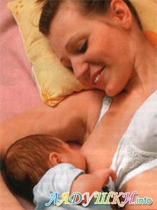 Кормим малыша грудью, лежа на боку